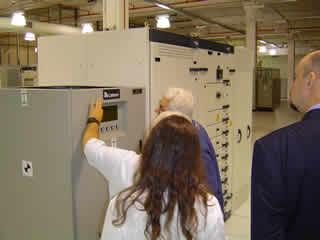 Professor B. Piropo, analisando as Centrais de controle das linhas de Energia